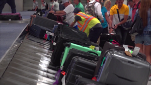 Houston airport workers raises minimum wage from $8.54/hr to $12/hr…